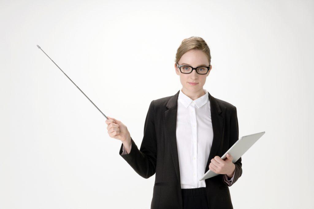 メガネをかけた外国人女性